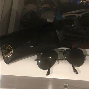 Black aviators ray ban